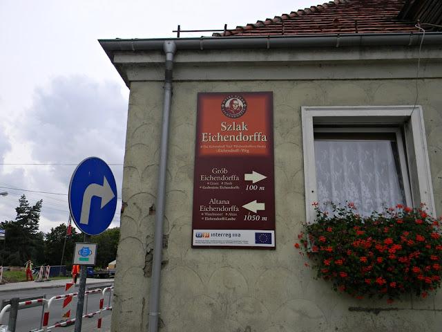 W Nysie jest trasa wskazująca miejsca pobytu znanego niemieckiego poety romantycznego.