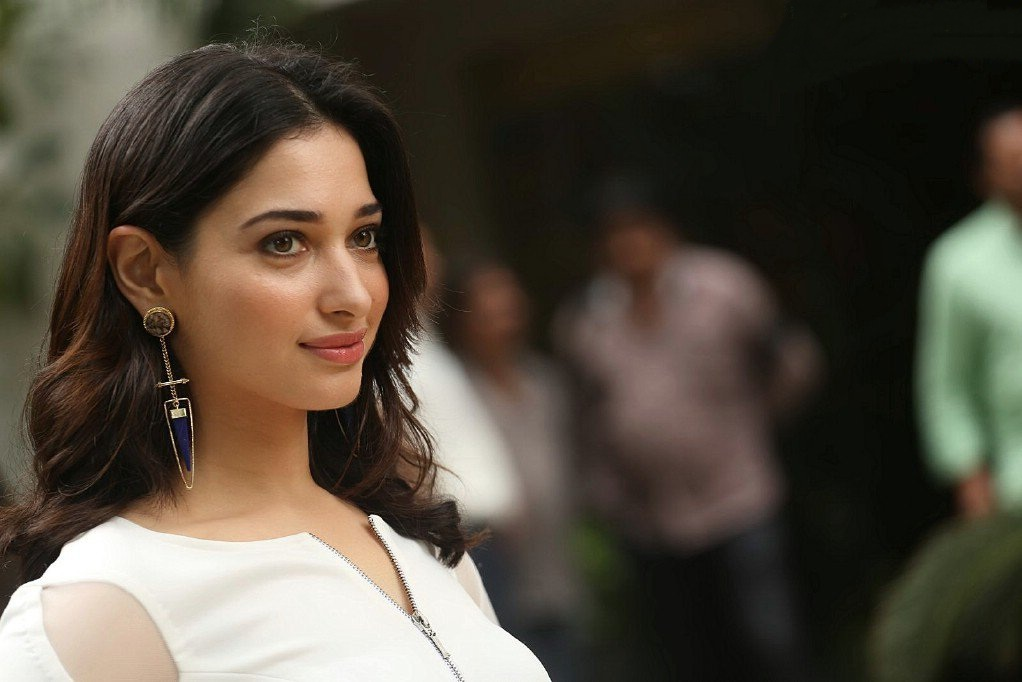 Tamannaah Bhatia Looks Gorgeous In Her Latest Photo shoot ★ Desipixer ★