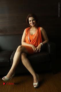 Actress Saloni Aswani Pos in Short Dress at Meelo Evaru Koteeswarudu Movie Interview  0277.JPG
