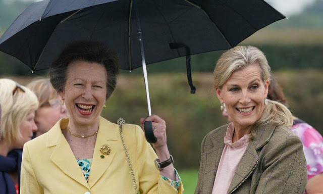 Princess Anne wore a yellow blazer and floral print skirt. Countess of Wessex wore a white pleated skirt