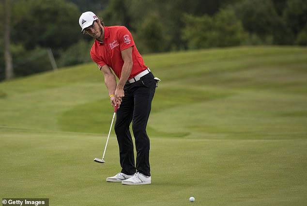Bale hồn nhiên đi chơi golf sát giờ Real đấu Man City