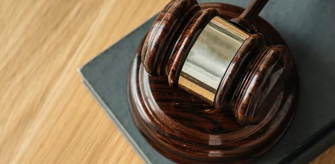Εισαγγελέας εν μέσω πανδημίας καλεί με κατεπείγουσα κλήση 76χρονη για μία… καγκελόπορτα