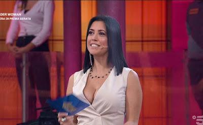 Claudia Ruggeri stupenda abbigliamento donna avanti Un Altro