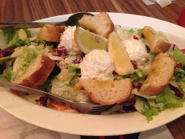 salad sayur dengan keju ricotta