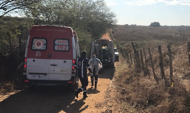Carro capota na zona rural de Cajazeiras e deixa duas pessoas feridas