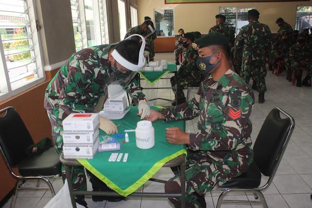 Prajurit Yonbekang 2/Divif 2 Kostrad Lakukan Rapid Test di Malang