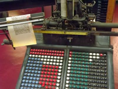 máquina antiga de tipografia
