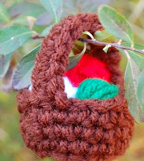http://translate.googleusercontent.com/translate_c?depth=1&hl=es&rurl=translate.google.es&sl=en&tl=es&u=http://crochetvolution.com/winter-2013/yarn-basket-ornament-2&usg=ALkJrhh2WEC2GeadDKsvkEZq_fptfpoDUA