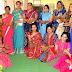 बुर्जीवाला मंदिर मे महिलाओ ने एक दूसरे के हाथो पर लगायी मेहंदी
