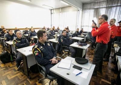 Guardas Municipais de Canoas (RS) fazem curso de armamento e tiro