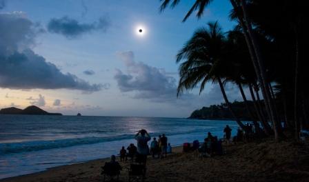 Inilah Foto-Foto Gerhana Matahari Total dan Parsial Yang Indah Dan Menakjubkan