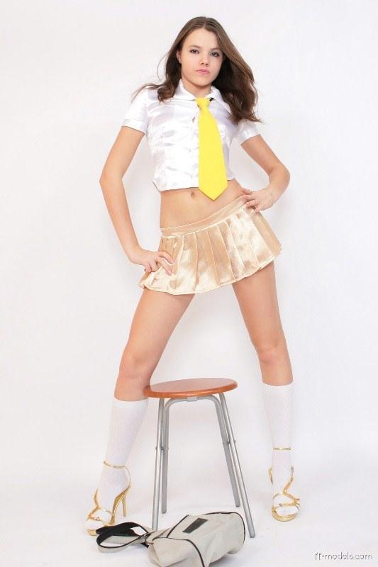 Sexy Sexy Nonude Schoolgirl Pic