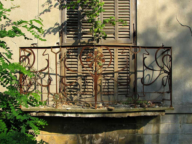 Rusty railing, balcony of the Acque della Salute, Terme del Corallo, Livorno