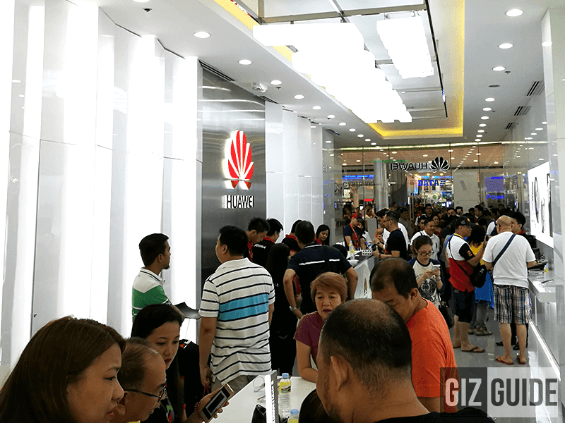Inside the store where everyone is exploring the P9