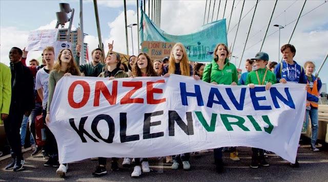 مظاهرة ضد سياسات الحكومة الهولندية حول المناخ في روتردام