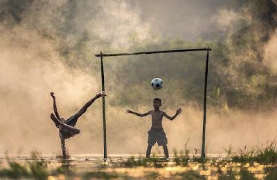 Permainan Bola Besar melalui Aktivitas Permainan Sepak Bola