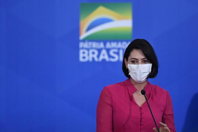 Presidência confirma que Michelle Bolsonaro está com Covid-19