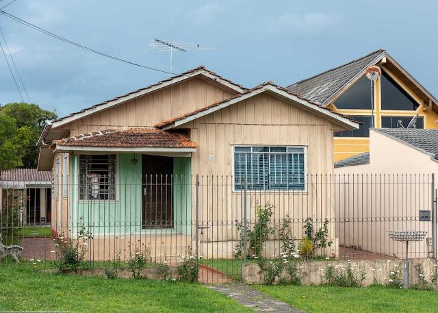 Casa de madeira na Benvenuto Gusso