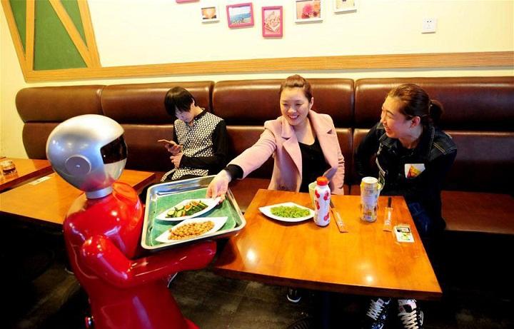 Hotel di Jepang Mempekerjakan Robot untuk Jadi Resepsionis
