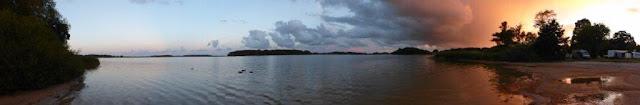 Schweden Urlaub Anreise Dänemark Maribu Camping Sommerabend Panorama See Wolken Sonnenuntergang Urlaub mit Hund