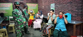 Tiga Anggota Koramil Ingatkan Masyarakat Disiplin Protokol Kesehatan