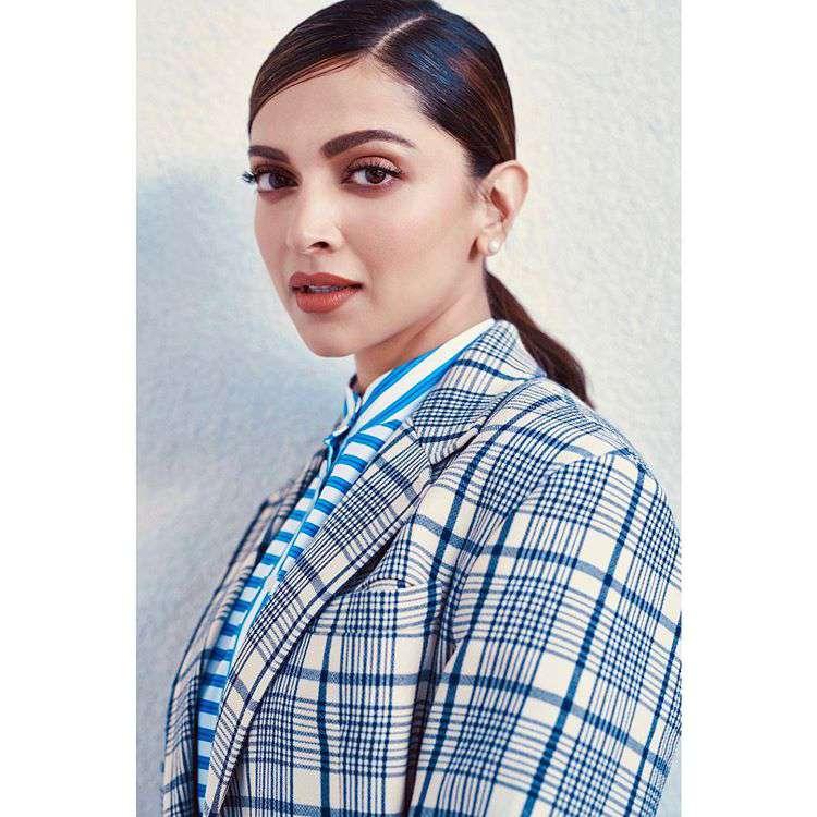 Deepika Padukone Look Hot
