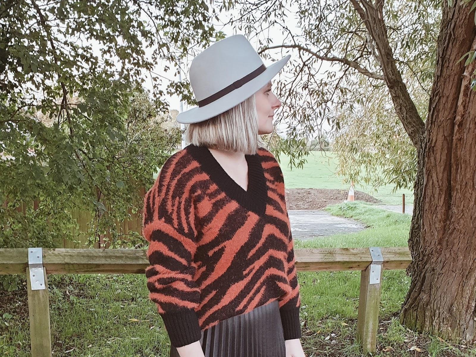 Faux leather pleated midi skirt czyli plisy, zebra i workery