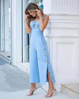 Outfit con Jumpsuit azul cielo