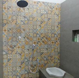 Desain kamar mandi minimalis tampah mewah untuk ruangan kecil