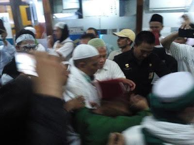 Polisi Tembaki Rombongan Ulama dengan Petasan, Ustad Arifin Ilham Terluka
