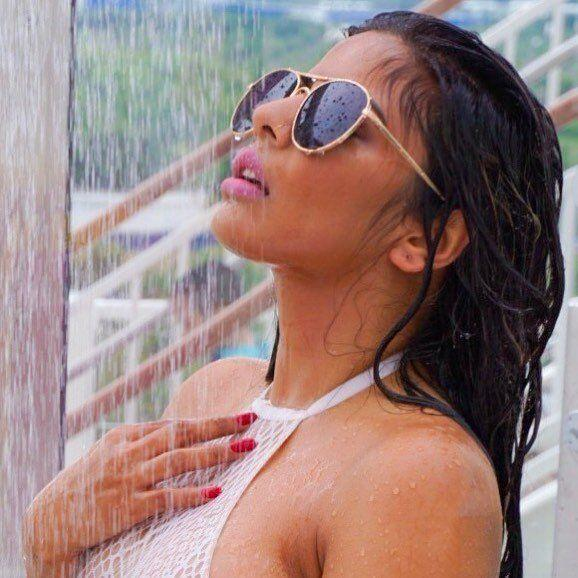 Bollywood Actress Niharikaa Agarwal Latest Hot Pics Navel Queens