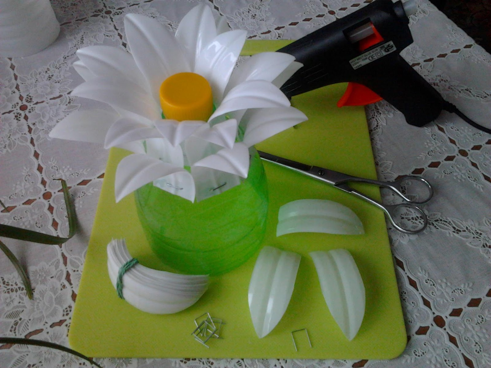 flower vase gl with Eoi64g on Watch also 00210016005bk likewise 720500410019 further 004100010032 besides Dollar Store Wedding Centerpieces.