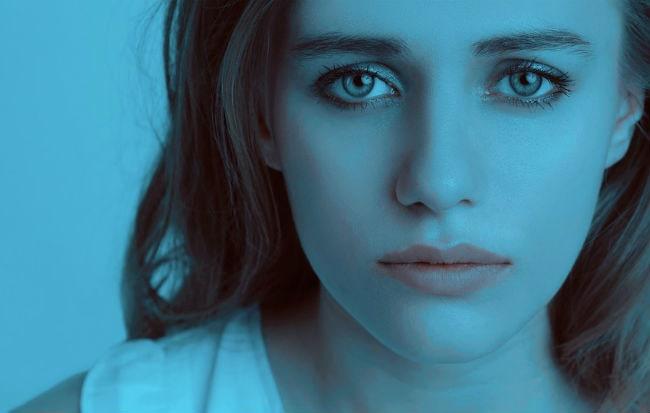 Giovane donna ansiosa e depressa
