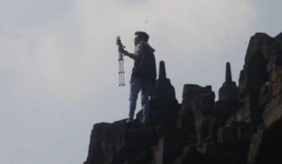 Pria Selfie Di Candi Borobudur Menuai Kecaman