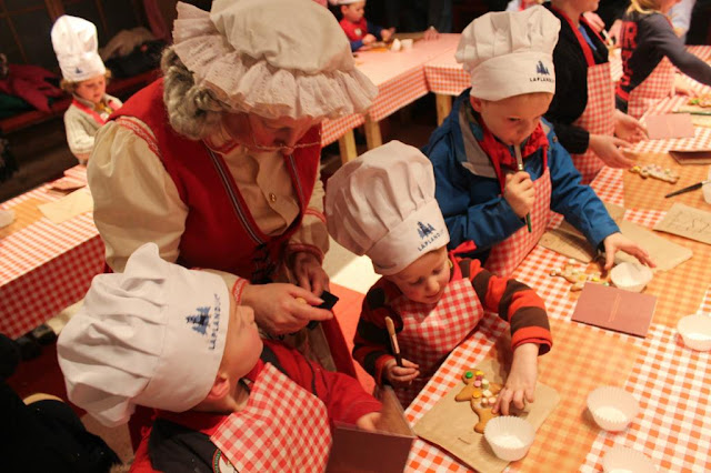 decorating gingerbread at Lapland UK