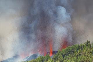 Vulcão das Ilhas Canárias capaz de provocar tsunami e atingir Paraíba entra em erupção
