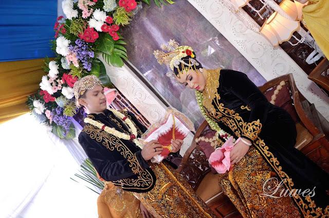 Resepsi pernikahan dan acara adat jawa