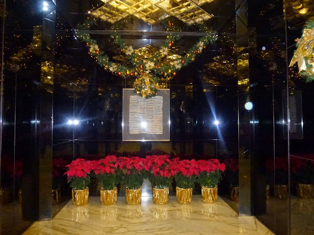 Christmas decorations at the anteroom at Kowloon Hotel Kowloon hotel, Hong Kong review