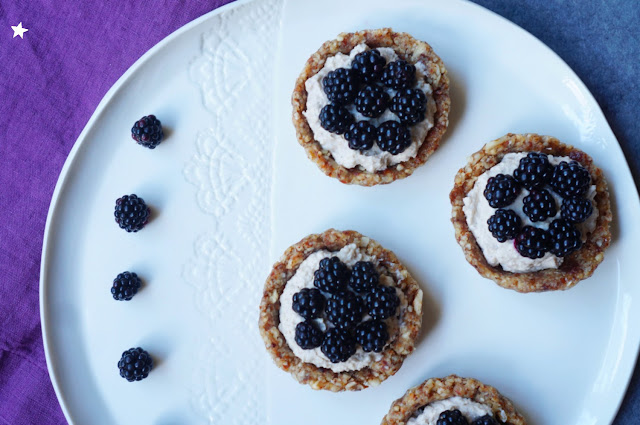 tartelettes crues vegan mûres rawfood, cuisine crue dessert