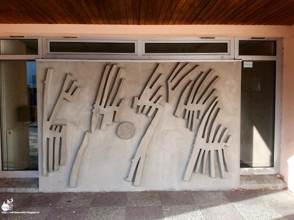 Creil - Centre d'imagerie médicale et parking.  Sculpteur: Jean Kerbrat  Creation: Entre 1972 et 1976