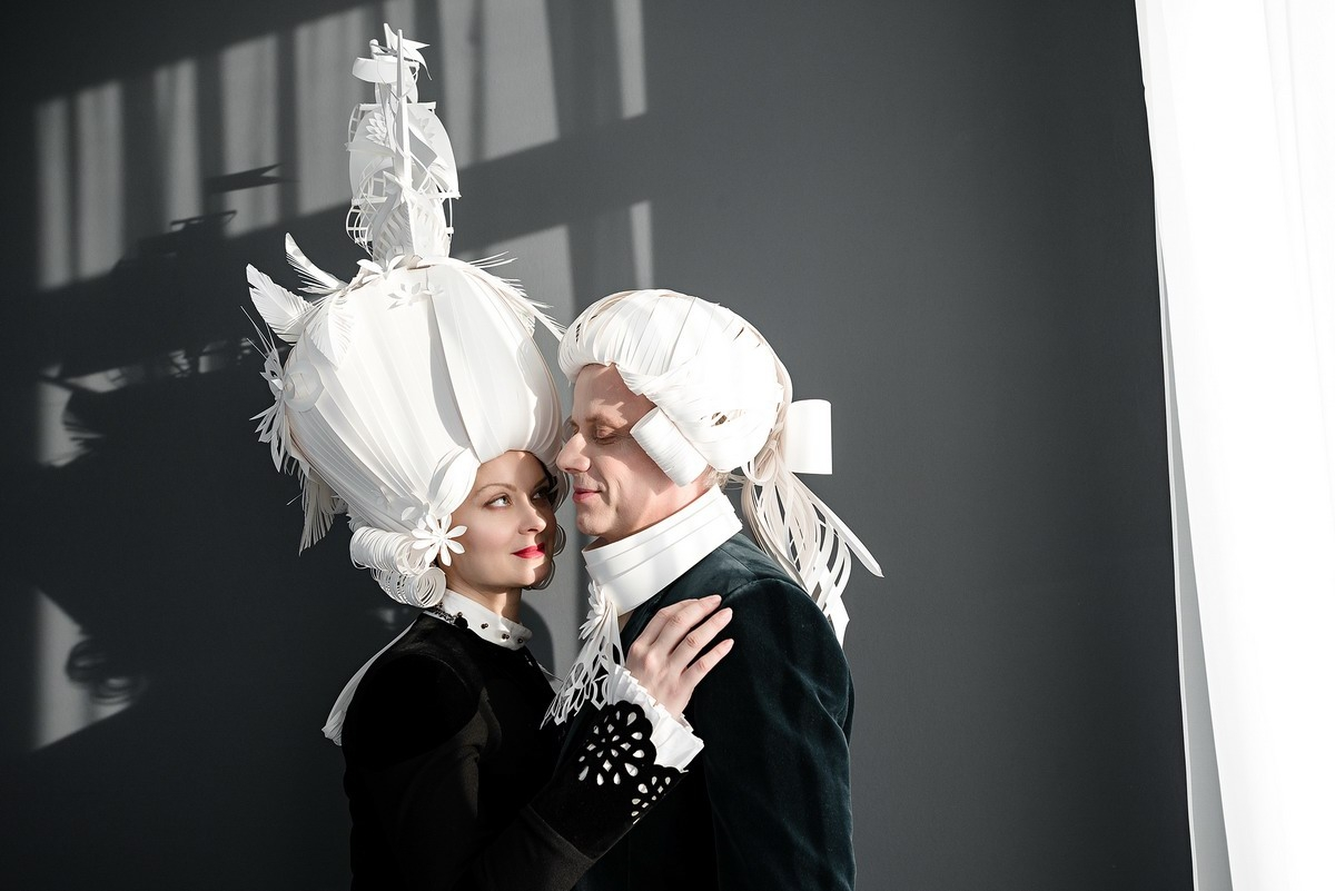 09-Asya-Kozina-Ася Козина-Baroque-Wigs-made-out-of-Hand-Cut-Paper-www-designstack-co