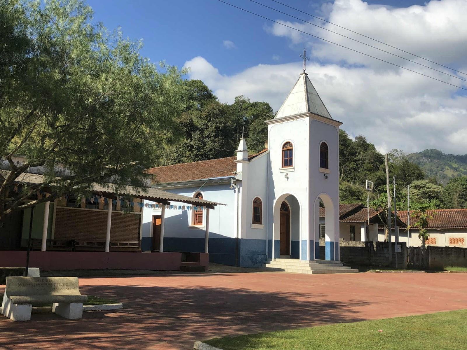 Igreja ponto de referência para Pedra do Cruzeiro-Gonçalves-MG