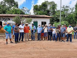 Prefeito Roberto do Posto vistoria início de obras do sistema de abastecimento de água no povoado em Governador Newton Bello
