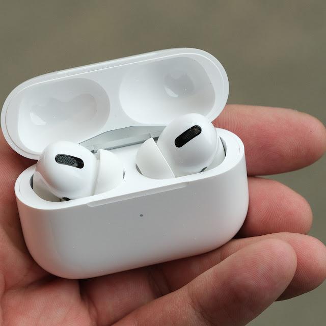 سماعات Apple Pro
