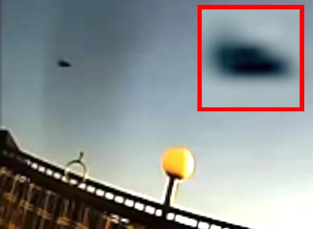 UFO đĩa bay đầu mũi tên màu đen được nhìn thấy ở British Colombia, Canada