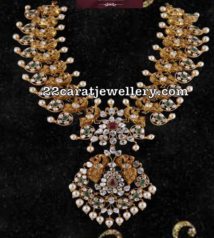 f09ec52f9 Richly crafted with a traditional mango design and gold patterns, this  necklace set is beyond any appreciation. Indeed, it is a masterpiece that  holds ...