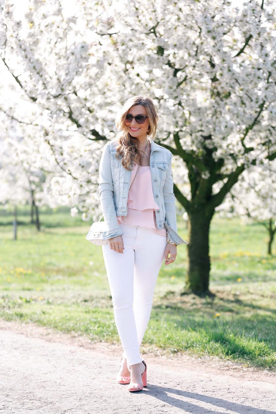 Frühlingslook-Somerlook-wie-trage-ich-eine-weiße-hose-bloggerstyle