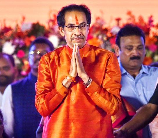 महाराष्ट्र में मुख्यमंत्री पद पर बने रहने के लिए उद्धव ठाकरे की उम्मीदें राज्यपाल पर टिकीं