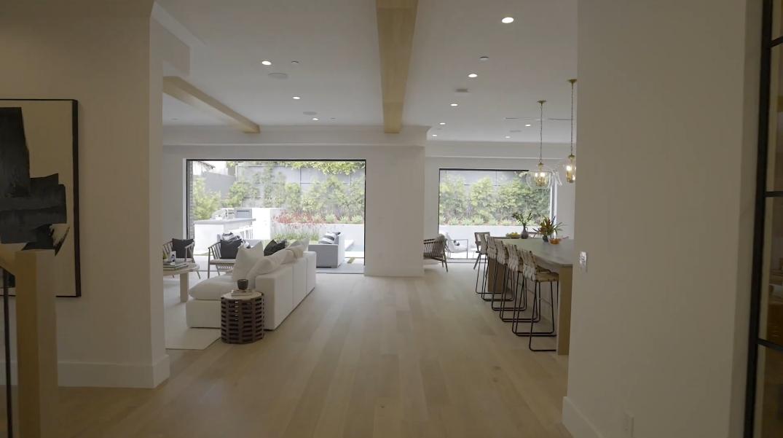39 Photos vs. Tour 1106 Fiske St, Pacific Palisades, CA Luxury Home Interior Design
