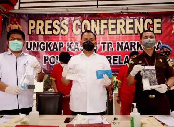 Resnarkoba Polresta Barelang Tangkap 6 Pelaku dan Musnahkan 195,74 Gram Sabu